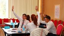 Чем стратегическое командообразование отличается от обычного тимбилдинга?